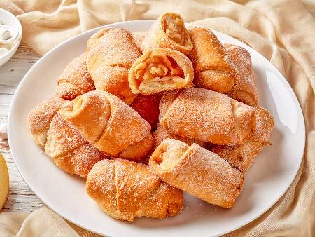 Маслени кифлички с бяло вино и пълнеж от ябълки, орехи, захар и канела - снимка на рецептата